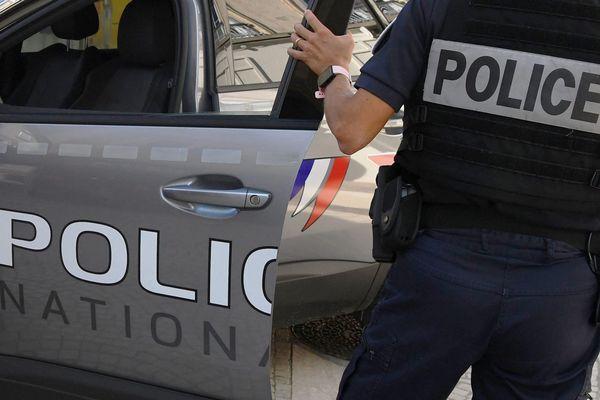 À partir du premier trimestre 2022, les policiers nationaux seront vêtus de nouveaux uniformes. Une entreprise de la région toulousaine conçoit ses nouvelles tenues pour la Police Nationale.