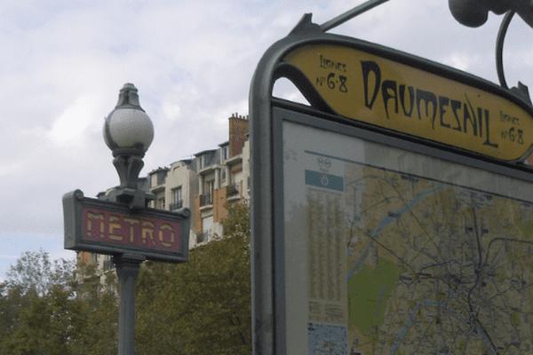 La RATP recrute 60 postes de conducteurs de métro : aucun diplôme n'est exigé, les candidats doivent être âgés d'au moins 21 ans.
