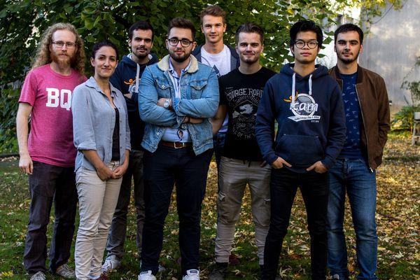 Une partie de l'équipe vendéenne de Robot'Icam engagée dans la Coupe de France de robotique.