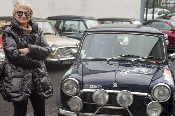Catherine et sa mini Innocenti, à reims quelques jours avant le 22e Rallye Monte Carlo historique.