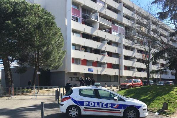 L'immeuble devant lequel ont été tirés les coups de feu