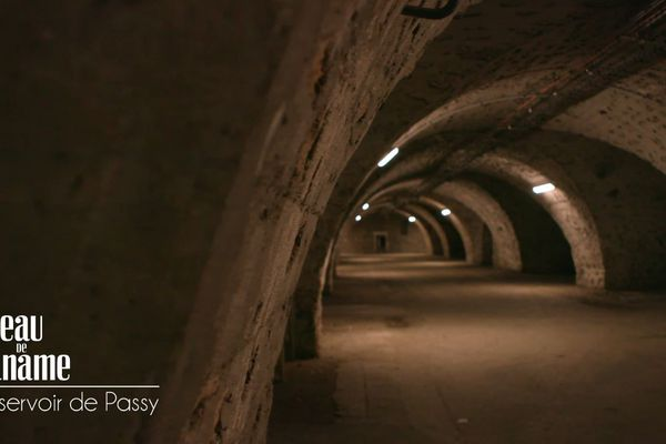 Les longs tunnels entièrement voûtés de plus de 6 m de haut à l'intérieur du réservoir de Passy