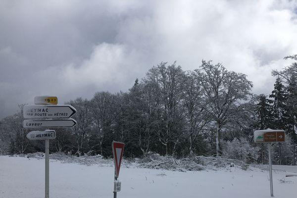 Aux abords de Meymac, une quinzaine de centimètres de neige.
