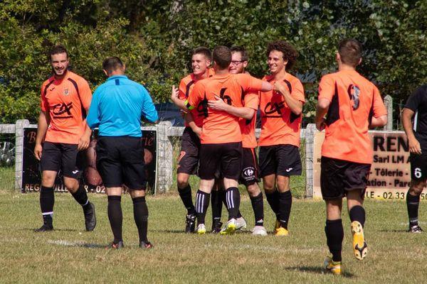 La joie des joueurs du FC Sienne, qualifiés pour le 4e tour de la Coupe de France. L'an dernier, ils avaient été éliminés dès le premier match.