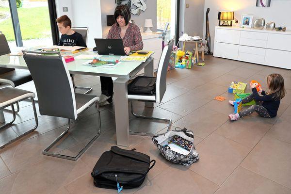 Photo d'illustration/ Télétravail et école à la maison pendant le confinement