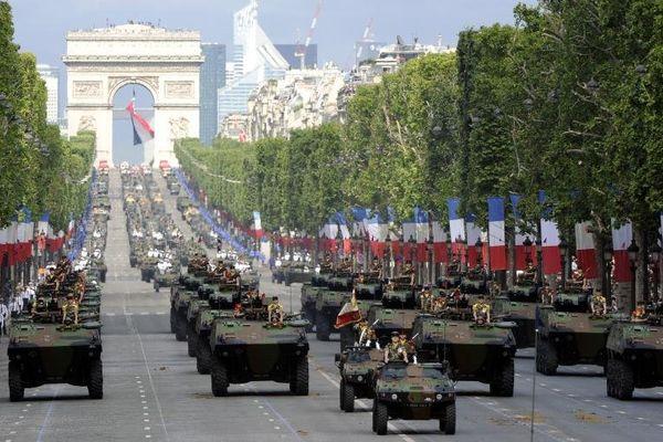 Comme chaque année, près de 5 000 soldats défileront sur les Champs-Elysées, dimanche 14 juillet. Un rendez-vous à suivre sur France 2 et sur francetv info.