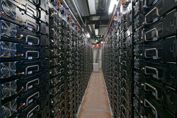 Des centaines de batteries sont installés sur le site de Jalancourt, en Côte-d'Or.