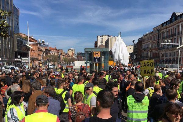 Les gilets jaunes se sont donnés rendez-vous en début d'après-midi place du Capitole.