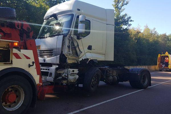 Ce 27 septembre, un véhicule et un poids lourd sont entrés en collision. Le choc a été mortel pour le conducteur de la voiture.