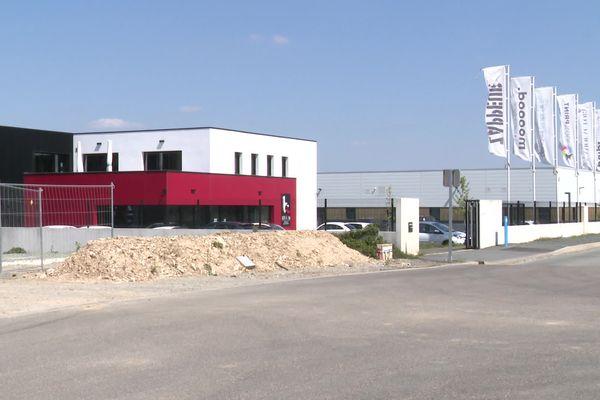l'usine d'assemblage, dans la zone industrielle de Périgny