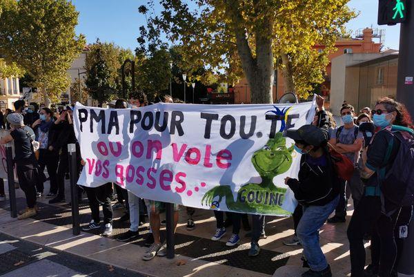 Une contre-manifestation, avec des membres de la communauté LGBTQI+ s'est organisée à Aix-en-Provence, en faveur de la PMA pour toutes.