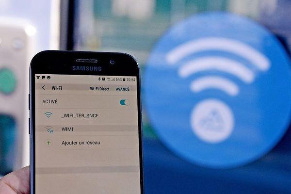Du Wi-Fi dans des TER de la région Auvergne Rhône-Alpes (ligne Mâcon - Lyon - Valence). L'expérience lancée ce mardi 28 août 2018 doit durer 18 mois...