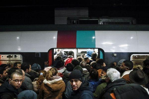 En pleine grève des transports, une femme a accouché dans le RER D mercredi 11 décembre à Villeneuve-Saint-Georges