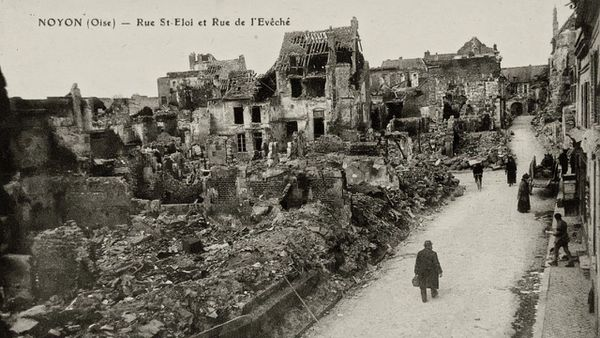 La ville de Noyon dans l'Oise après les bombardements