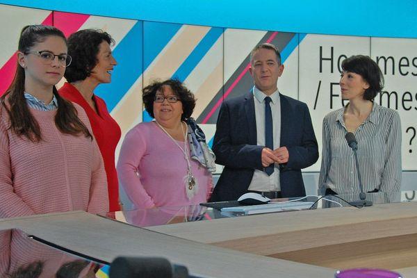 De gauche à droite : Maud Zapata, Nicole Gourmelon, Nadine Marchand, Franck Besnier et Stéphanie Maubé