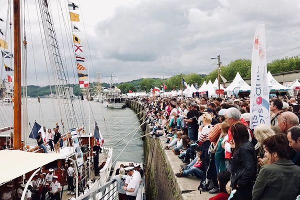 Lors des premiers jours de l'Armada, on estime qu'il y a eu 30% de visiteurs supplémentaires par rapport à l'Armada 2013.