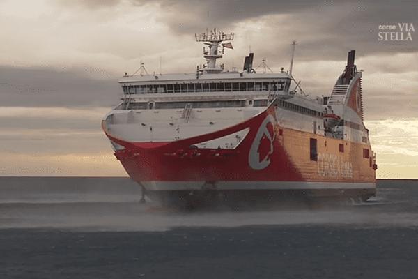 Samedi 30 décembre déjà, un vent violent avait retardé plusieurs ferrys dans le port de Bastia.