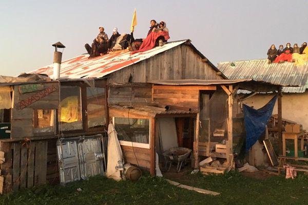 Les occupants de la ZAD sont montés sur les toits
