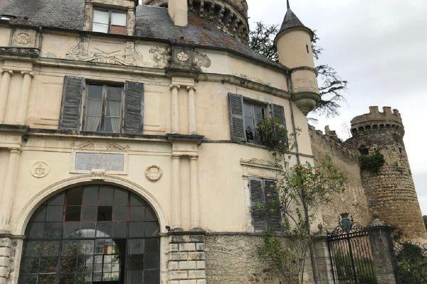 Selon la légende, le château de Veauce, dans l'Allier, est hanté depuis le XVIe siècle.