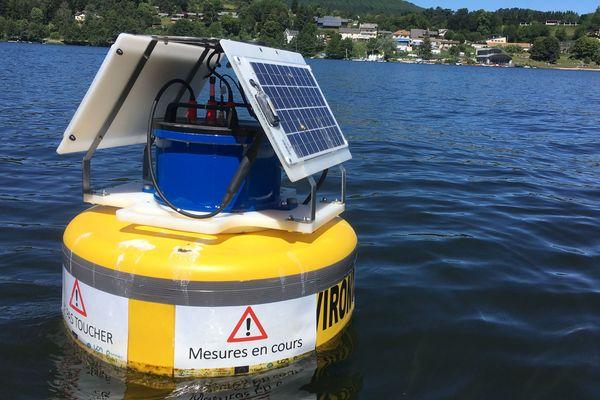Présente sur le lac d'Aydat dans le Puy-de-Dôme, cette bouée analyse différents paramètres de l'eau toutes les heures et transmet les résultats dans les laboratoires de l'Université Clermont Auvergne.