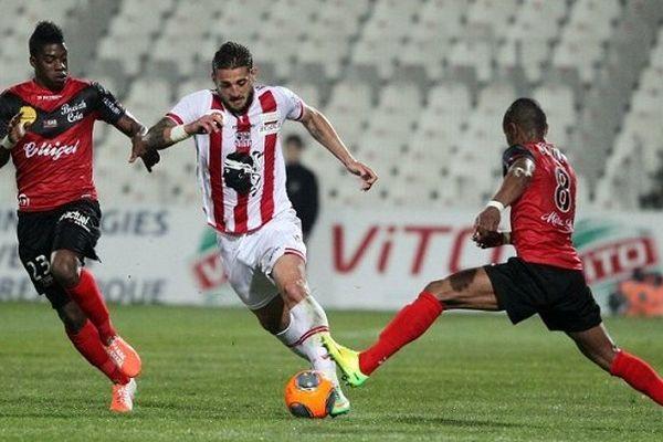 Mamadou Camara, Denis Tonucci et Claudio Beauvue au Stade François Coty.