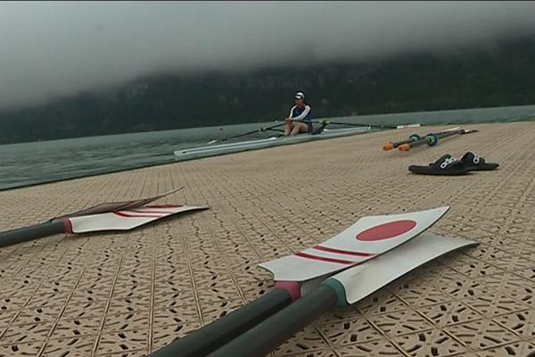 L'équipe du Japon d'aviron s'entraîne sur le lac d'Aiguebelette en Savoie avec les Jeux Olympiques en ligne de mire.