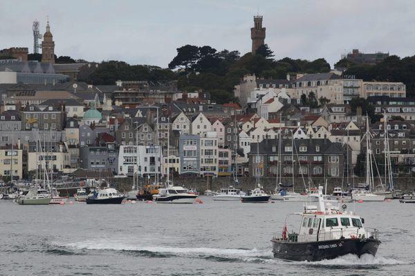 Les accès des pêcheurs français aux eaux territoriales de Guernesey sont fondés par la convention de Londres, qui a expiré le 31 janvier à minuit. A cause du Brexit, les pêcheurs bretons et normands pourraient être lourdement impactés si un compromis n'est pas rapidement trouvé.