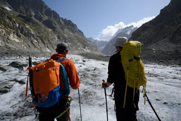 Deux alpinistes sur la Mer de Glace à Chamonix (Haute-Savoie) le 16 septembre 2019.