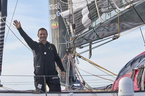Yves Le Blévec sur Actual Ultim au départ de son Tour du monde en solitaire à l'envers - La Trinité-sur-Mer (56) - 24/11/2017