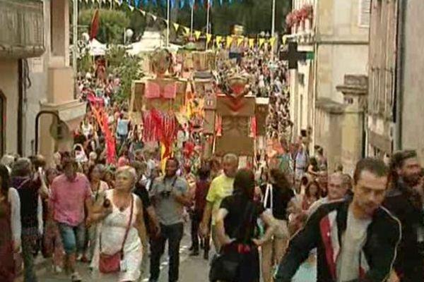 En Bourgogne Franche-Comté 6 lieux sont dédiés aux arts de la rue et produisent régulièrement de nombreux spectacles de théâtre, de musique, de danse et de cirque