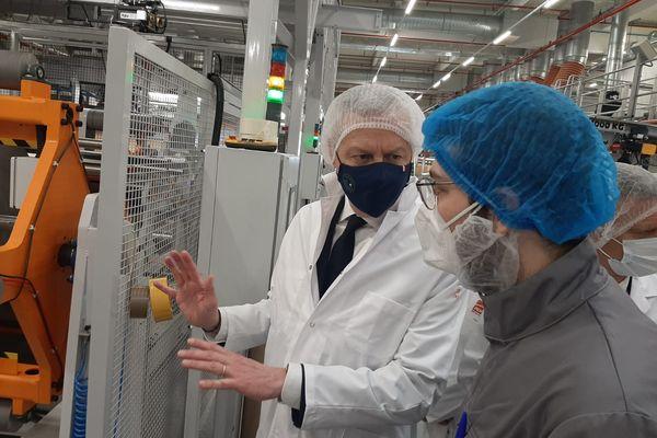 Bruno Le Maire visite l'entreprise Adhex Technologies à Chenôve (Côte-d'Or) ce vendredi matin.