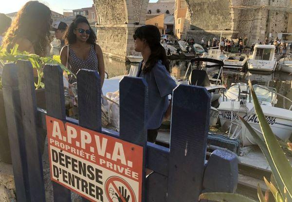 Vallon des Auffes (Marseille). Des barrières ont été posées le long de l'allée privée, et pourtant...