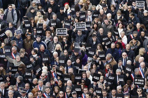 Samedi matin, près de 25 000 personnes manifestaient à Nice.