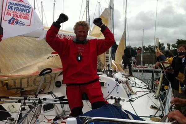 Yann Eliès est arrivé en vainqueur à Cherbourg
