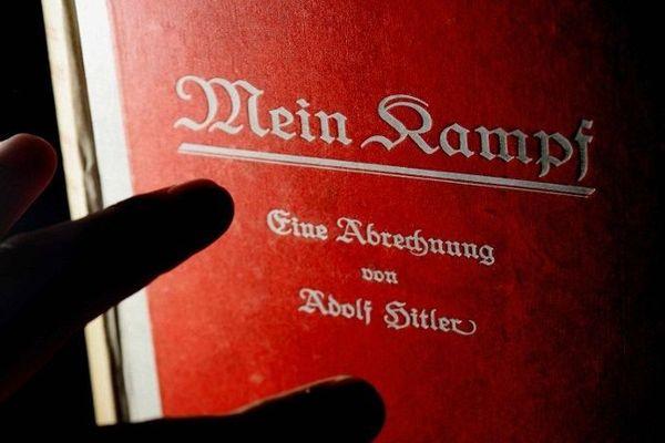 """La vente du livre """"Mein Kampf"""" d'Adolf Hitler par une librairie de Berck-sur-Mer crée la polémique."""