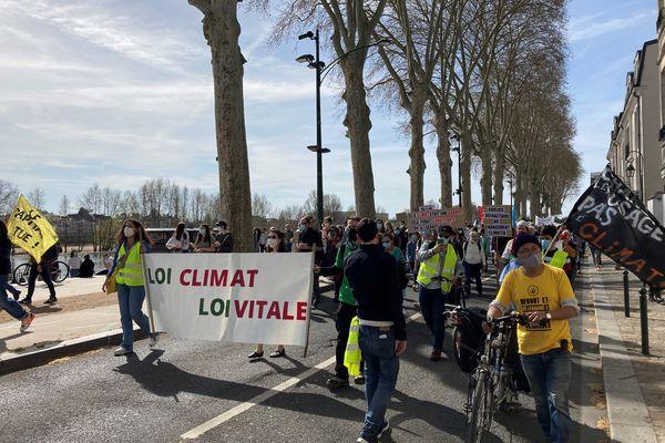 Selon les associations sur place, 500 personnes étaient présentes ce dimanche 28 mars.