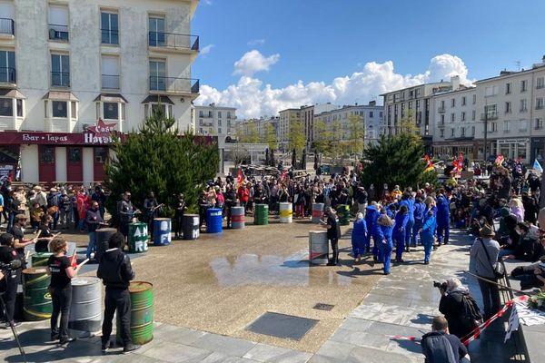 Action du collectif Quartz occupé pour clôturer la manifestation de Brest.