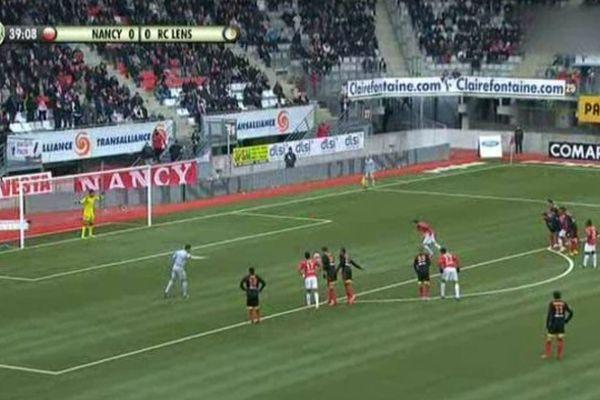 Alexandre Cuvillier, attaquant nancéien assène le penalty fatal aux Lensois à la 41e minute de jeu