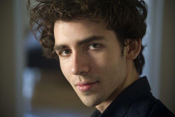 """Né à Clermont-Ferrand, le pianiste Alexandre Kantorow est nommé dans la catégorie """"soliste instrumentale"""" pour les Victoires de la musique classique 2019."""