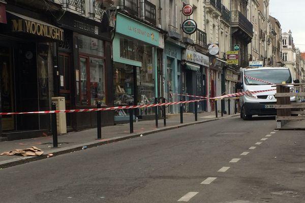 un jeune homme d'une vingtaine d'années a été tué par balle  rue Joffre à Nantes dans la nuit du 22 au 23 avril