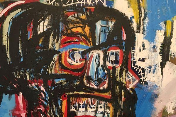L'œuvre de Jean-Michel Basquiat, l'un des peintres les plus marquants du XXe siècle, se déploie dans quatre niveaux du bâtiment de Frank Gehry.