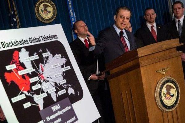 Le procureur de New York Preet Bharara lors de la conférence de presse présentant l'opération Blackshades