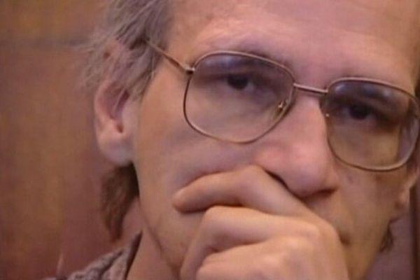 Le tueur en série Francis Heaulme va à nouveau se trouver dans le box des accusés mardi 4 décembre à Versailles.