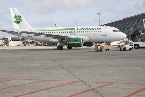 Un avion de la compagnie Germania sur le tarmac de l'aéroport de Toulouse-Blagnac.