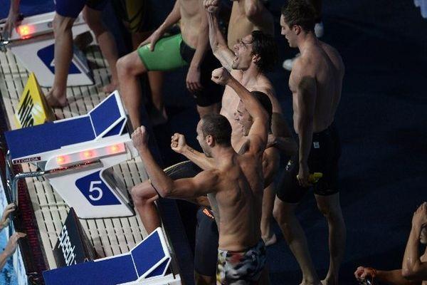 Les quatre Français (dont trois Marseillais) viennent de remporter l'or aux 4 fois 100 m en 4 nages.