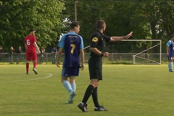 250 000 licenciés jouent au foot chaque saison en Auvergne-Rhône-Alpes.
