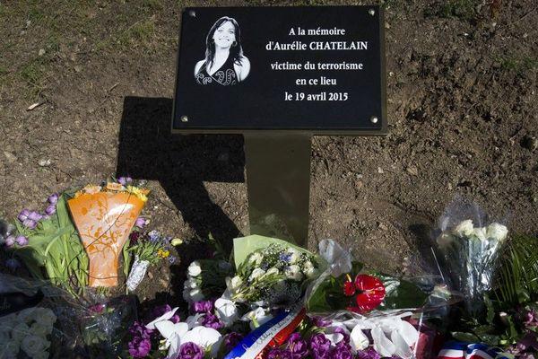 La plaque rendant hommage à Aurélie Châtelain, à Villejuif, en banlieue parisienne.