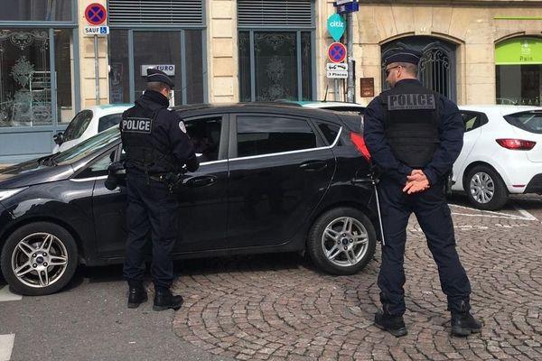 """Les premiers contrôles des forces de l'ordre ont démarré à Dijon. Ce mardi 17 mars, date de mise en place des mesures de confinement, les forces de l'ordre font de la """"prévention"""" avant de verbaliser dès """"demain""""."""