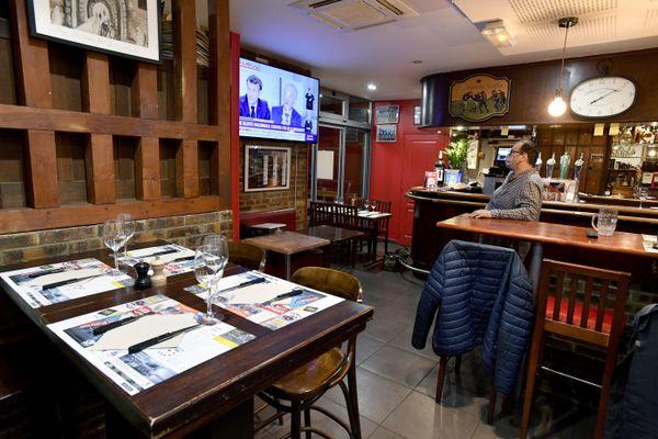 """Aucun client ne sera accueilli dans les restaurants après 22h, les bars seront fermés à 21h. Deux des mesures prises suite au passage du département au niveau d'""""alerte renforcée"""""""