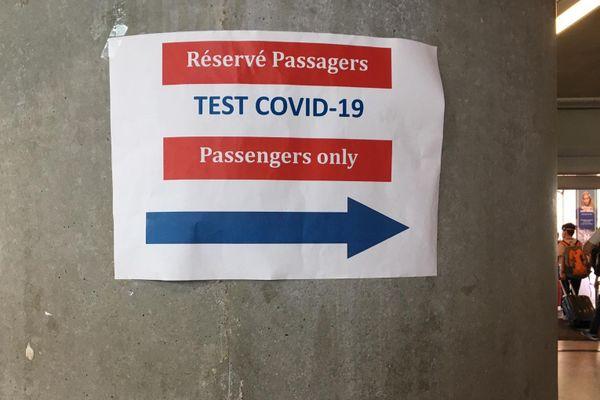Des tests au COVID-19 mis en place à l'aéroport de Nice Côte d'Azur.